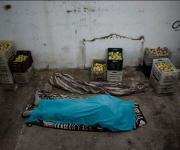 Il corpo di un membro dell'Esl giace in una cella frigorifera