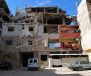 Abitazioni ancora danneggiate nel mukhayam jadid