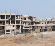 Edifici in rovina nel vecchio campo