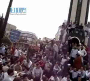 Fermo immagine di un video amatoriale, Homs, 18 aprile 2011