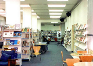 Interno della sala di lettura di Bashura