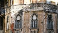"""Non spaventatevi per l'ingresso, il palazzo Isaaf (""""soccorso"""" in arabo) ospita anche i Vigili del Fuoco. Varcate la soglia del portone di ferro e scalate le sei rampe di scale […]"""