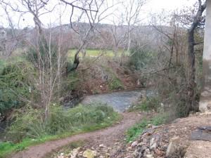 """Il """"Grande fiume"""" (Nahr al Kabir), di qua il Libano e di là la Siria. Il territorio è ora minato oltre il fiume (Lorenzo Trombetta, 12 gennaio 2012)"""