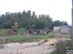 Il valico di Arida. L'antico ponte di pietra nera (Lorenzo Trombetta, 12 gennaio 2012)