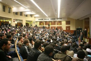 Lo shaykh Naim Qassem parla agli studenti di Hadath, Beirut