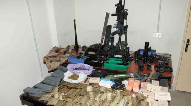 L'arsenale sequestrato il 26 febbraio 2012 a casa di Nizar Hussein, Nahar.