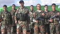 """Fenomenale. Un ufficiale dell'esercito governativo siriano annuncia la sua diserzione di fronte a numerosi altri militari unitisi all'Esercito libero ma… si sbaglia e alla fine del comunicato inneggia alla """"Siria […]"""