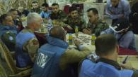 (Sammy Ketz, AFP, 4 maggio 2012). Dans l'ancienne salle des mariages du quartier rebelle de Khaldiyé à Homs, le chef des observateurs de l'ONU, le général Robert Mood, présente ses […]