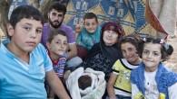 (dal blog di Gabriele Del Grande*, Fortress Europe). Atma (Idlib) – Appese ai rami d'olivo, un tempo simbolo di pace, pendono le altalene dei bambini. Vuote. E tra le radici […]