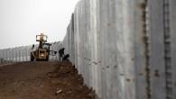 (di Lorenzo Trombetta). Di nuovo un muro. Un reticolato eretto in meno di una notte. Israele alza l'ennesima barriera tra il territorio che occupa e ciò che è al di […]