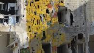 Tammam Azzam è diventato famoso in tutto il mondo quando la sua manipolazione digitale, Freedom Graffiti, si è diffusa viralmente sui socialnetwork. Alla foto di un muro di un palazzo […]