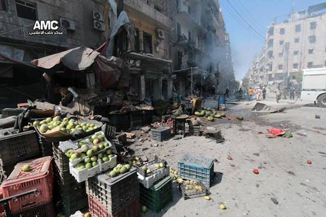 Aleppo Bomba sul mercato di Shaar (Foto AMC)