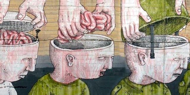 (di Duha Hasan, per al Hayat. Traduzione dall'arabo di Claudia Avolio). Ce ne stiamo spalla contro spalla, alziamo la testa in alto, i nostri occhi sono puntati verso la bandiera […]