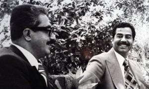 Tareq Aziz (sx) con Saddam Hussein (Internet)